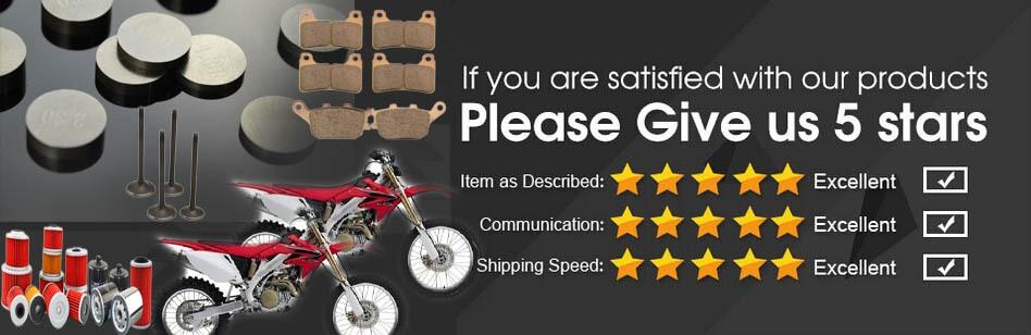 A motocicleta de corrida parte a estrela
