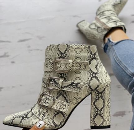 Yeni 2019 Bahar Kadın Python Yılan Derisi Sivri Burun Tokaları Kaba Topuklu kısa çizmeler Fermuar Yüksek Topuk yarım çizmeler Bayan