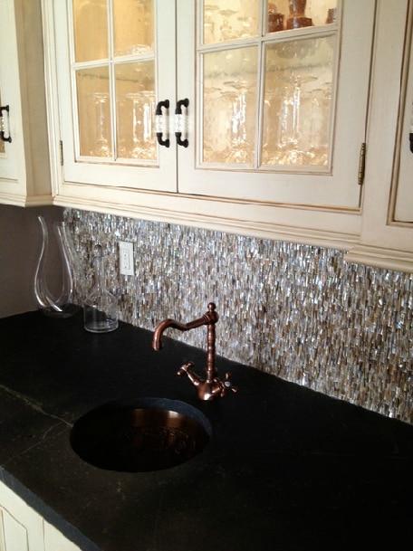 Décor-mosaïques-mère-de-tuiles-perle-métro-cheminée-shell-carreaux-de-cuisine-dosseret-salle-de-bains.jpg