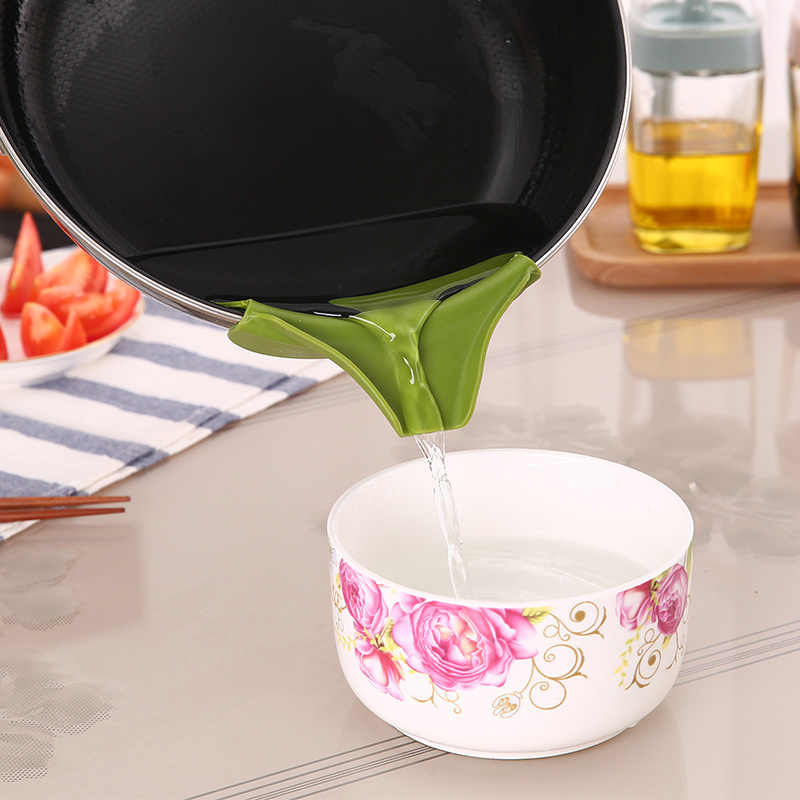 Creative 1pc Anti-spill Silicone Slip on Pour Soup Spout Funnel Kitchen Gadget for Pots Pans and Jars and Bowls Tool Cool