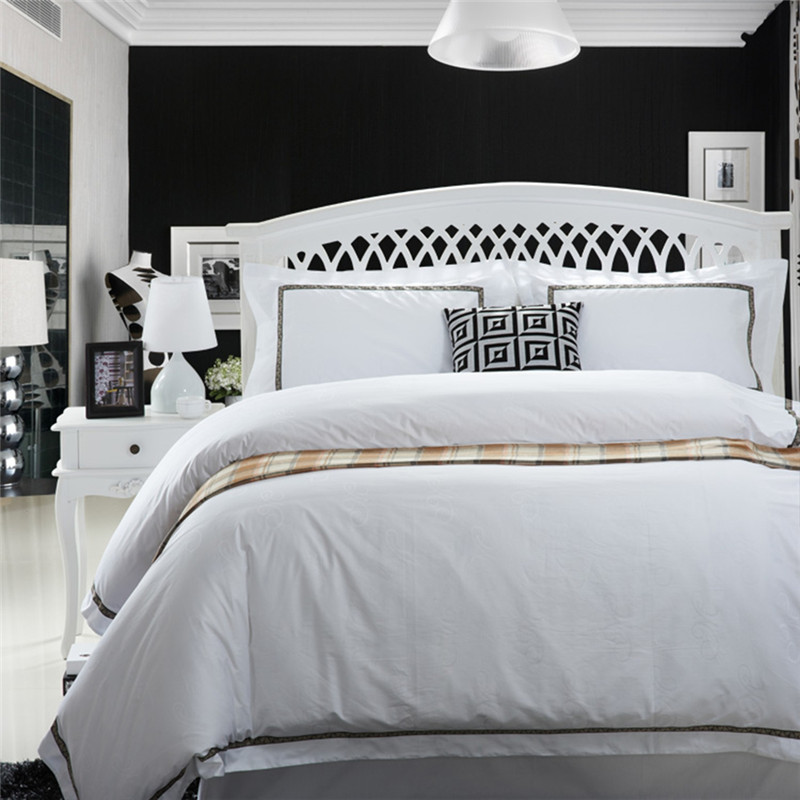2017 100% Cotton White Embroidery Luxury Bedding Set 4 Pcs King Queen Size Hotel Bed set Duvet Cover Bed Sheet