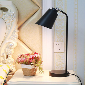 Eenvoudige moderne led leestafel Lampen slaapkamer Nordic decoratieve energiebesparende eye care desk creatieve bureaulamp LU809187
