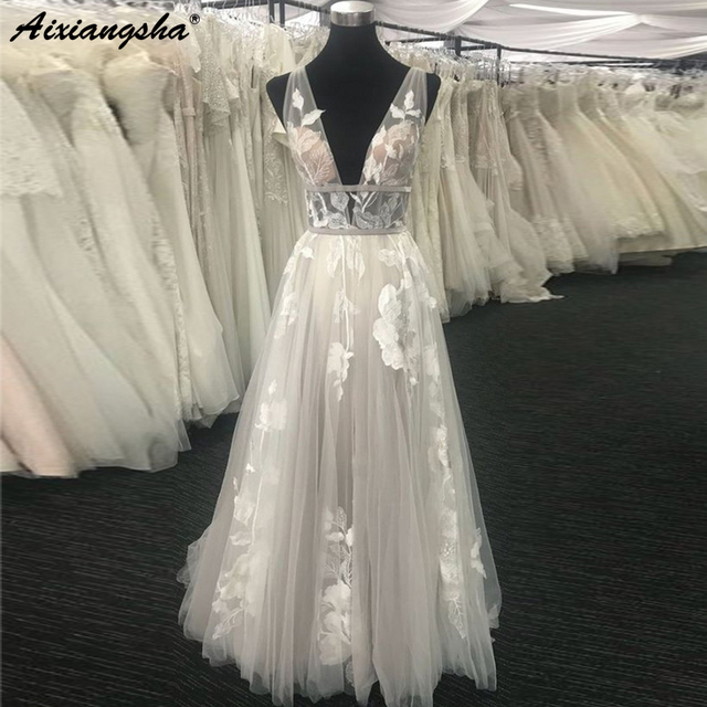 Beautiful V-Neck Hand Made Princess Wedding Gown Sleeveless Lace Bride Dress Open Back Tulle Sexy Real Wedding Dress 2019