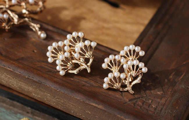 Innevate Esportazioni Di Europa E Stati Uniti Atmosferica di Perle di Lusso Pino Spilla