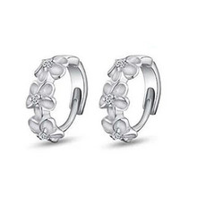 1Pair Silvering Plated Round Earrings Fashion Camellia Rhinestones Design Hoop Womens Elegant Jewelry Gifts