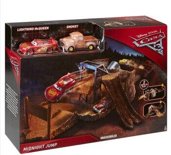 disney pixar cars 3 minuit piste de saut ensemble vitesse d fis 2 voitures jouets smokey minuit. Black Bedroom Furniture Sets. Home Design Ideas