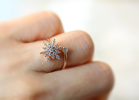 White Crystal Snowflake Finger Ring