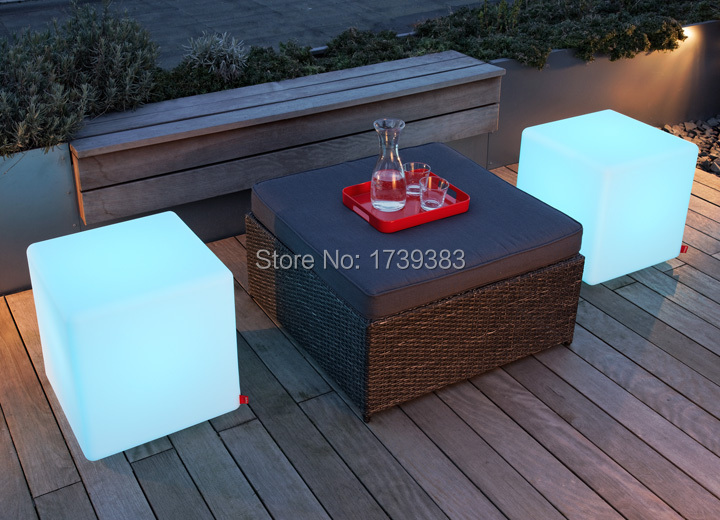 CubesOutdoorLED_Table_72dpi