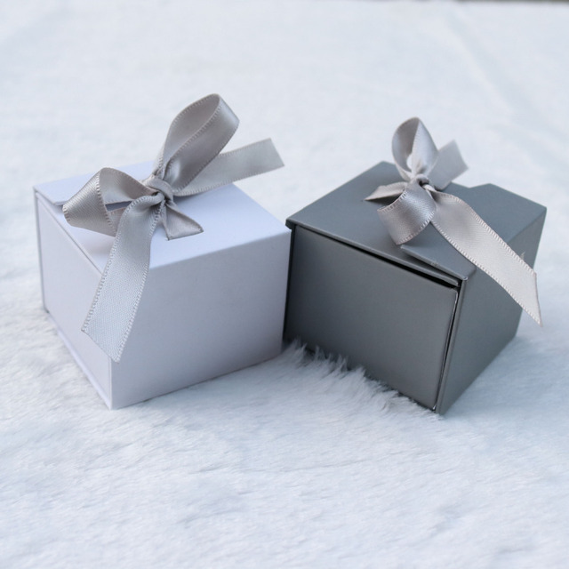 Doreenbeads Jewelry Boxes Paper Gray White Color Ribbon Bowknot For