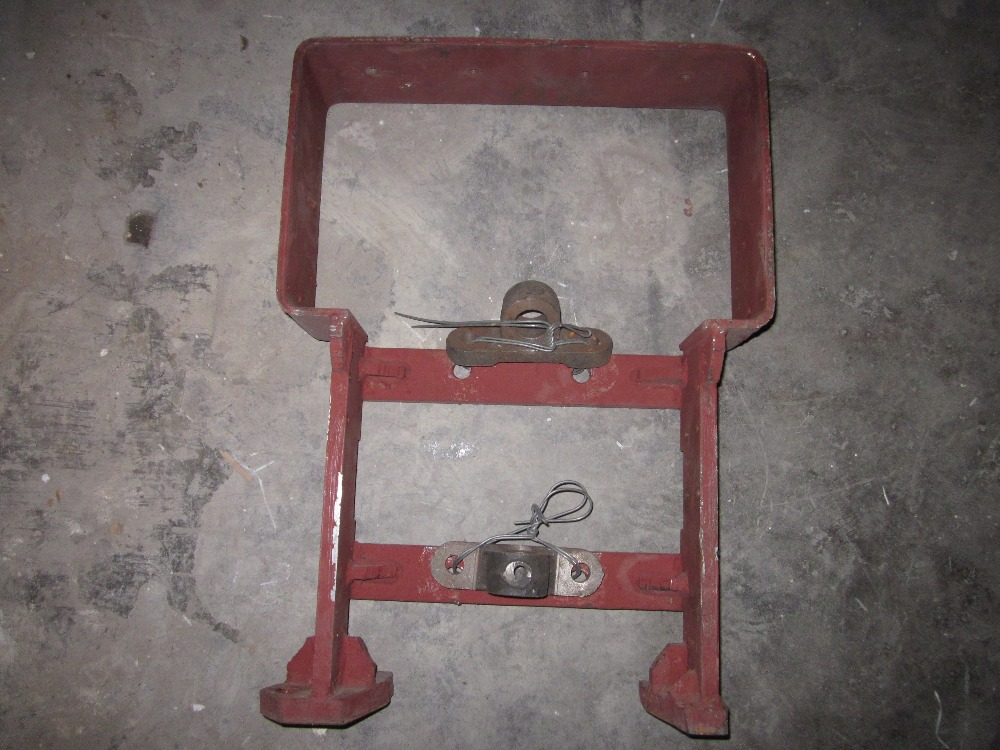 Fengshou FS184 tractor parts,the front support for axle, part number: 18.21.101A (the new model for Mahindra Fengshou) tc02311010047 tc0231101004 the housing for front axle