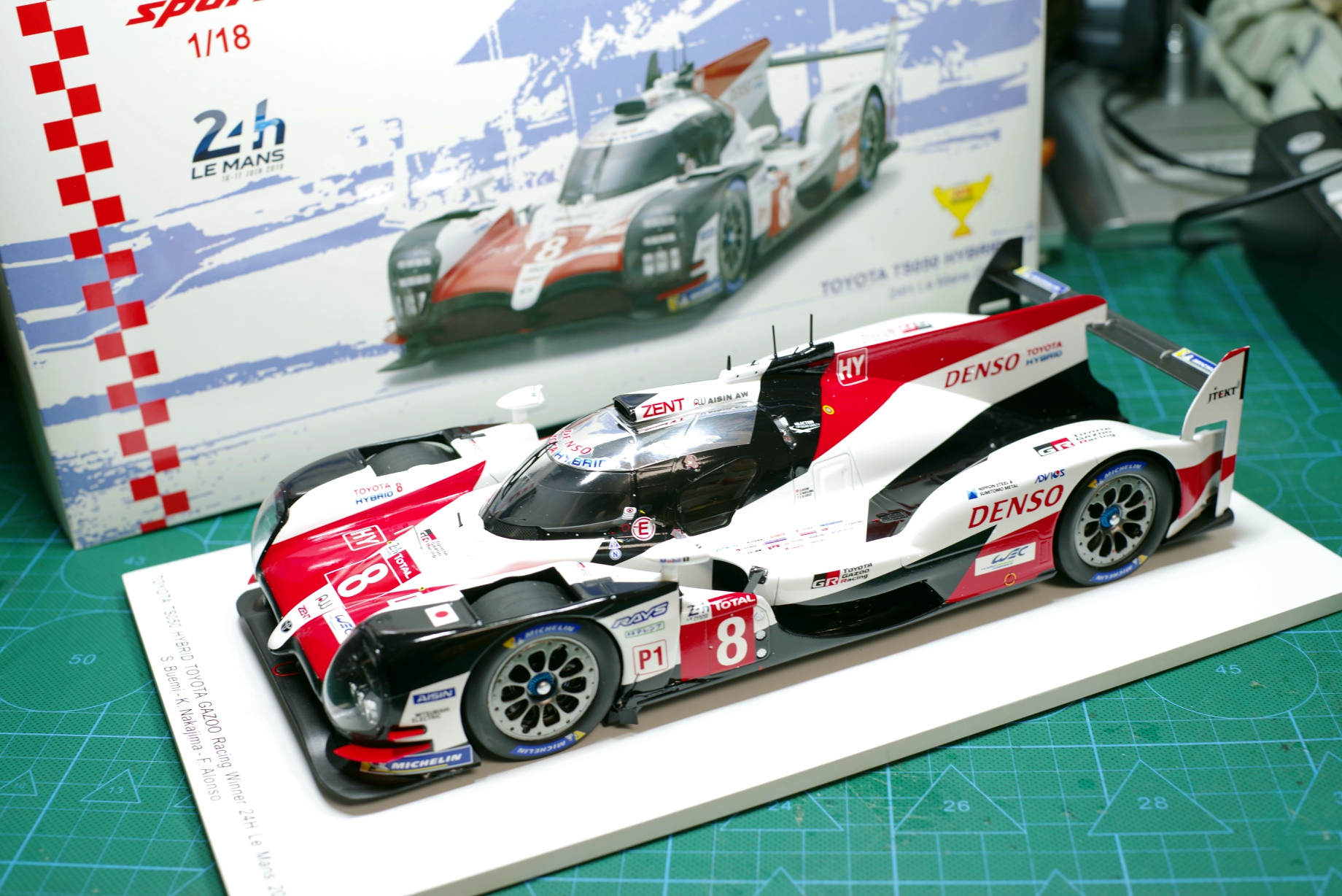 SPARK Decast Car model 1/18 2018 Le Mans Championship For Toyota TS050 Hybrid 8# Alonso Alloy car model toy With Original Box