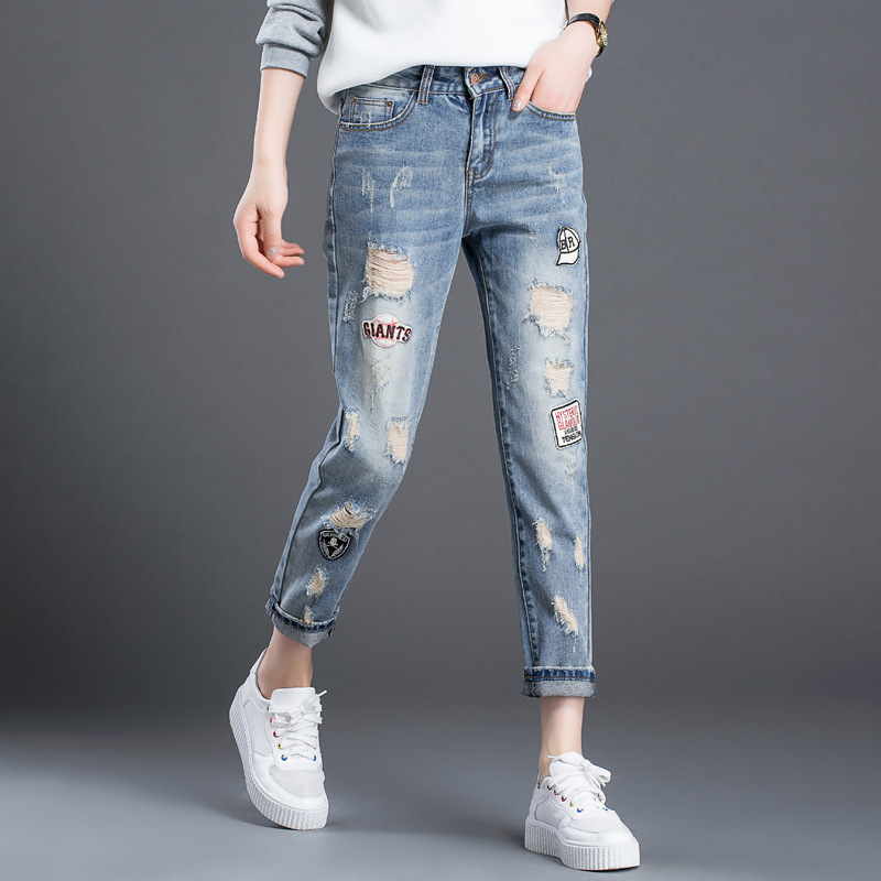 The fall of the new Korean women hole light wash white letters English loose embroidery mill code female jeans