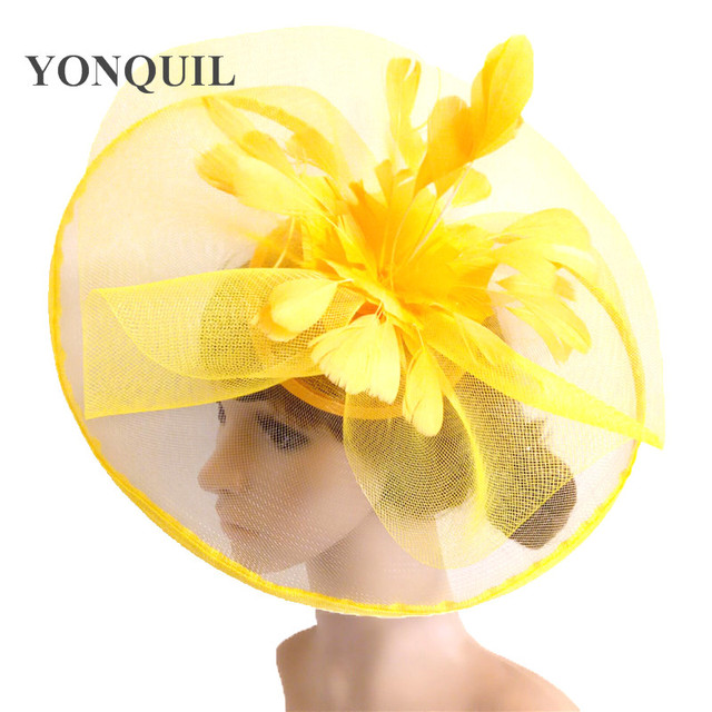 黄色の羽の花の魅惑的な結婚式のヘアクリップやヘッドバンド冬パーティーロイヤルアスコットブライダル教会ショー帽子グレート品質