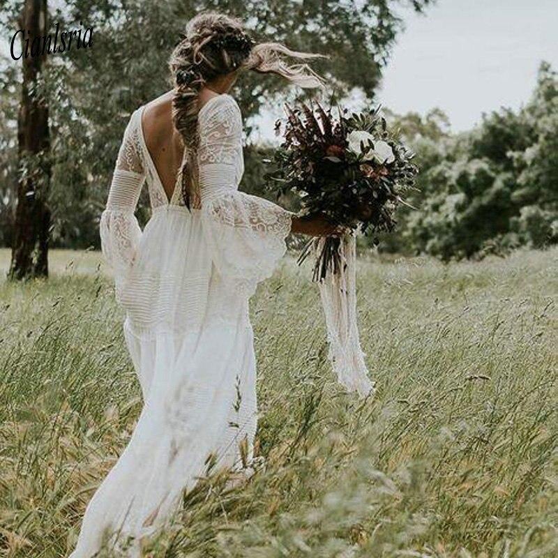 2020 Bohemian Country Wedding Dresses V-Neck Long Sleeve Appliques Lace Backless Beach Boho Beach Plus Size Wedding Dress
