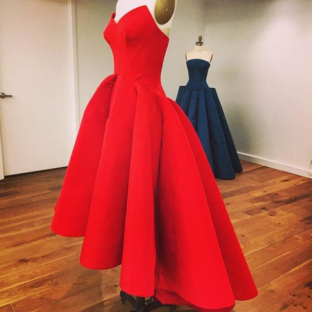 2017 Alta Baixa Red Prom Vestidos Sexy Sem Alças de Cetim Barato curto frente longa voltar party dress vestido backless do baile de finalistas do vestido personalizar