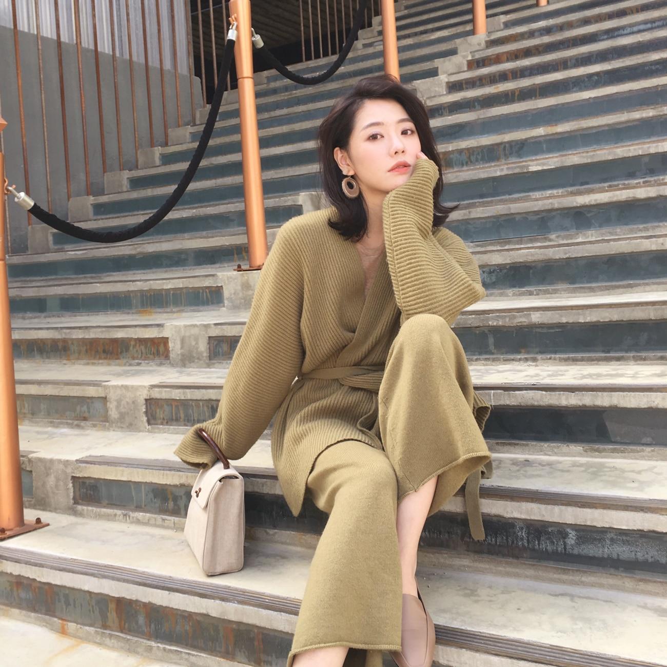 Style tricoté costume mode chandail cardigan taille haute jambes larges pantalons deux ensembles de femmes en automne et en hiver de 2018