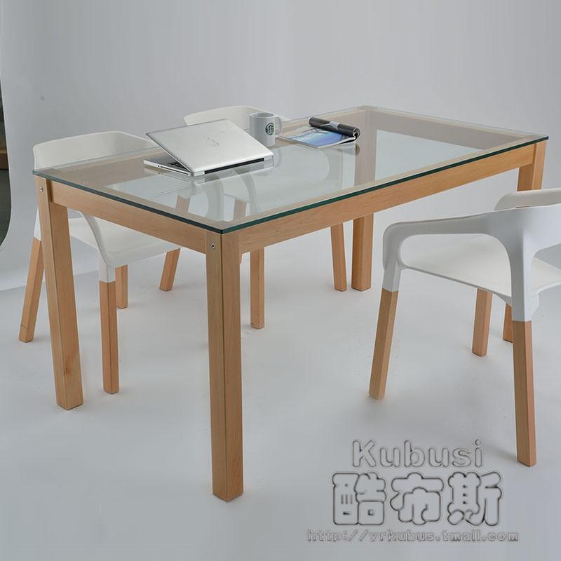 Mesa comedor minimalista for Mesas y sillas de comedor de madera