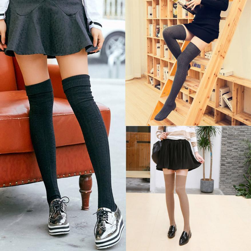 sexy Mädchen in langen Socken