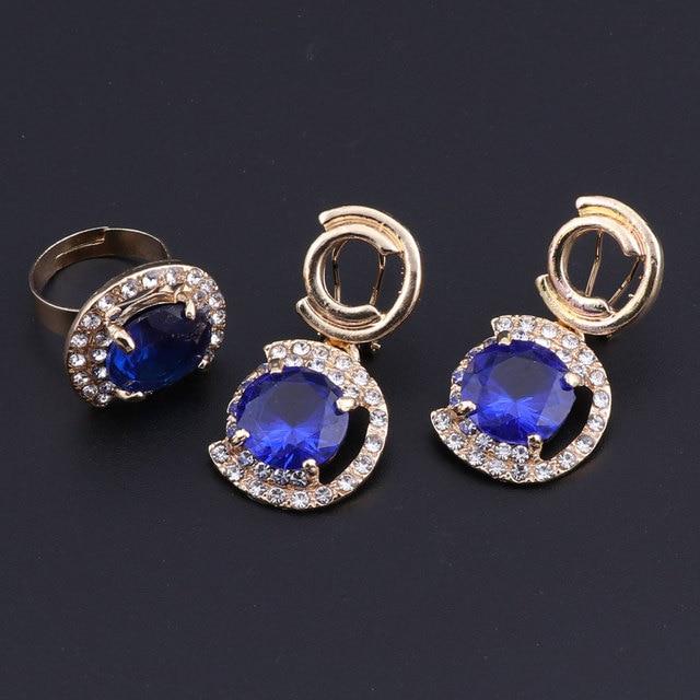 Фото комплект ювелирных изделий из кристаллов и фианита золотого