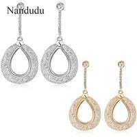 Nandudu אישה גברת עגיל קריסטל להתנדנד עגילי רשת תיל צבע זהב מתנת תכשיטי אופנה עגילי מתנות E725 E726