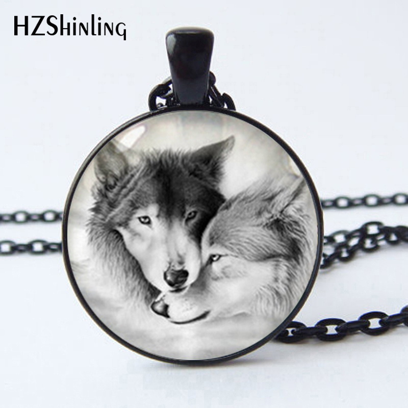 2017 New fashionable lovely Wolf totem glass pendant necklace black