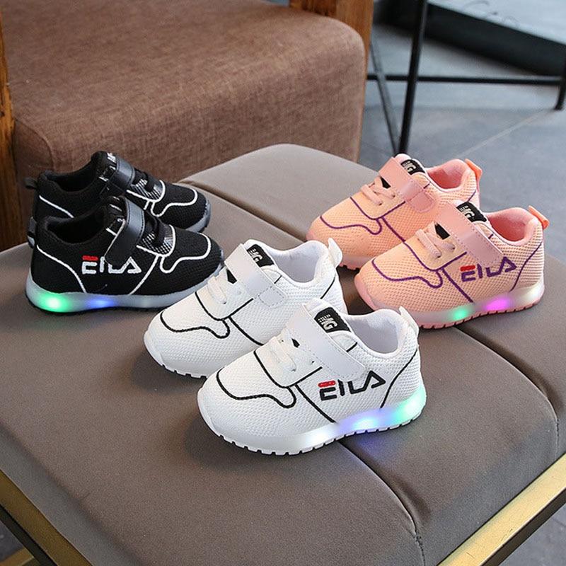LED iluminado clásico marca infantil directo bebé niñas niños zapatillas de deporte casuales de bebé gancho y bucle de moda bebé los caminantes