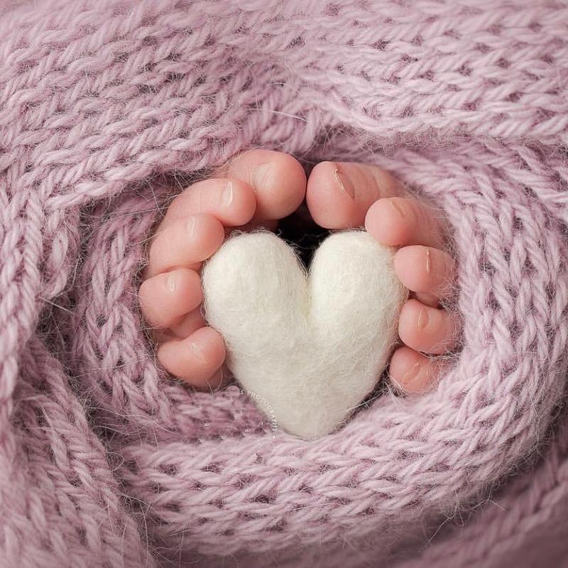 цена на Newborn Photography Felt Love Shape Props Tiny Baby Girl Boy Photo Shoot Handmade Felt Heart Shaped Props Fotografia Accessories