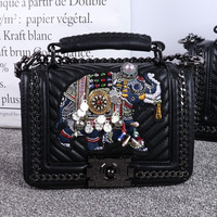 2018 New fashion elephant embroidery chain women's single shoulder bag, pure hand inlaid Pearl embellishment hand held woman ba