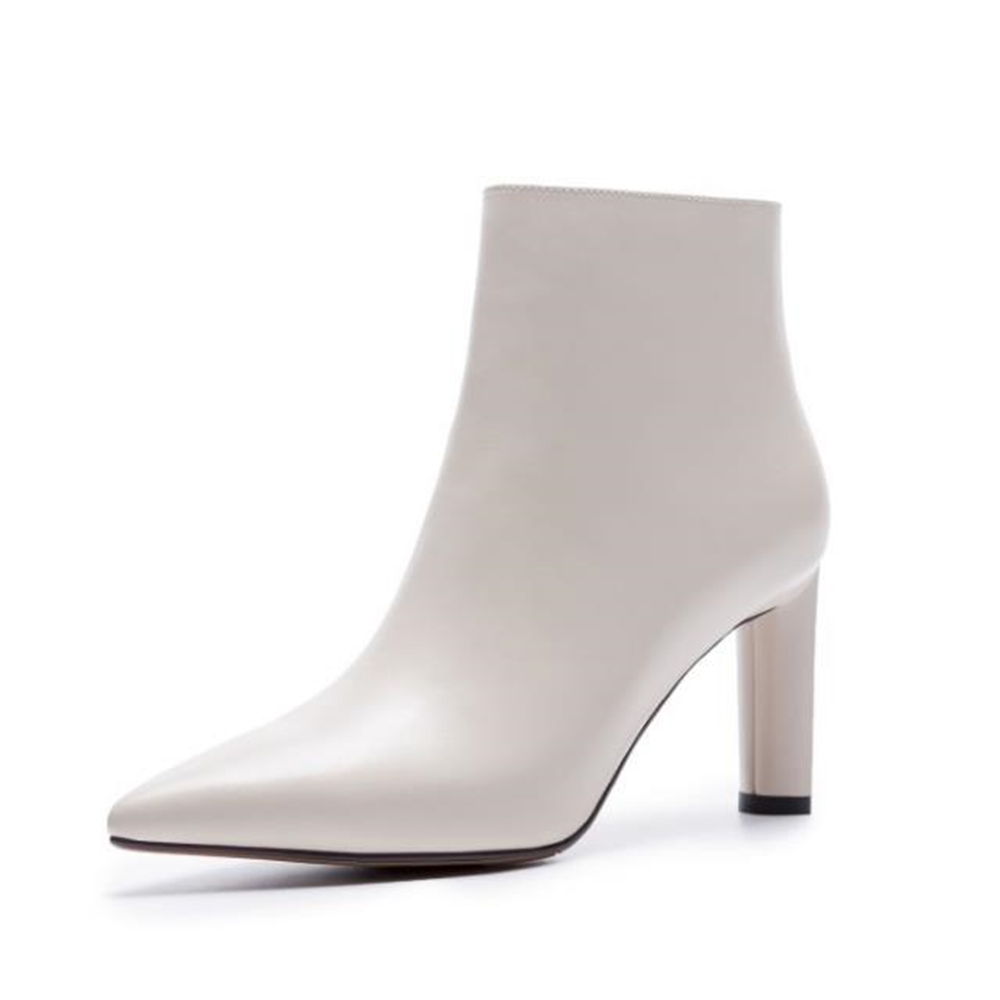 European style Minimalist, white and white Ladies boots 2018 new autumn and winter fashion cowhide heels and sharp Martin boots. цена и фото