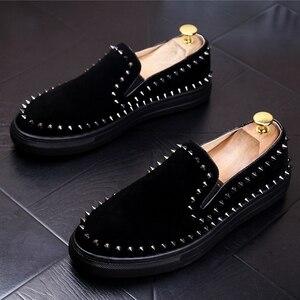 Image 5 - CuddlyIIPanda 2019 mężczyźni New Arrival oddychające buty na co dzień mężczyźni moda Sneakers mężczyźni Slip On nity mokasyny kapcie palenia