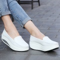 Top Selling Women Platform Shoes Comfortable Slip-On Flats Thermal Autumn Winter Travel Casual Shoes Black/White