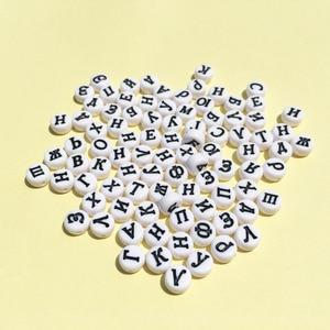 Image 1 - Groothandel Acryl Russische Letters Kralen 4*7MM Platte Ronde Coin Vorm Wit met Zwarte Afdrukken Plastic Alphabet Initial kraal