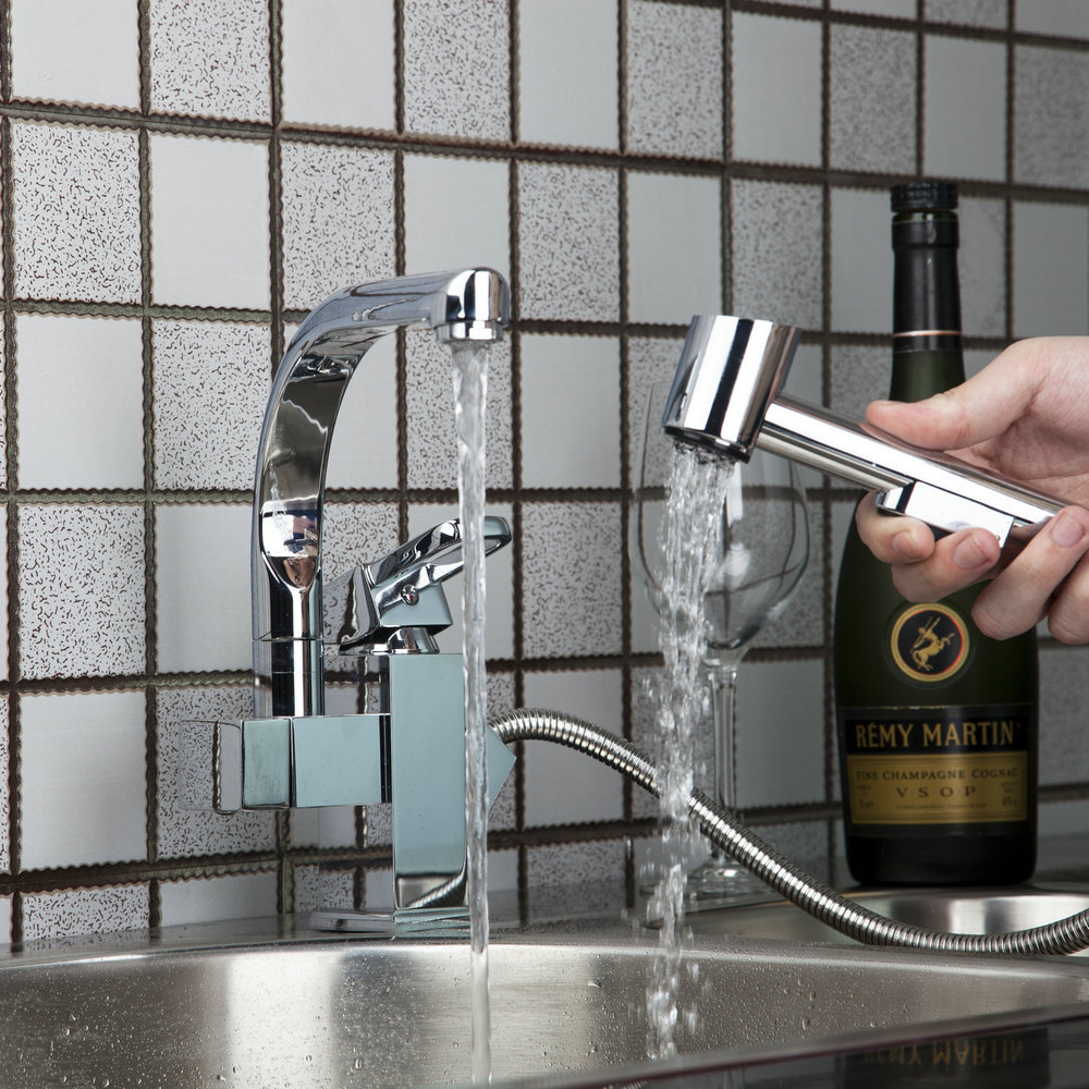 Kitchen Sink Faucet One Handle and One Hole Pull Out And 360 Degree Swivel Chrome Brass