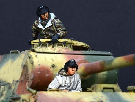 pre order-Resin toys 35132 German Panther Crew Set (2 Figures) Free shipping information tasks