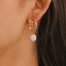 2019 New Fashion Europe and America Simple Ladies Pearl Earrings Gold Color Hollow Face Creative Ethnic Wind Wholesale
