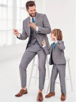 16846a3c Trajes de padre e hijo gris a la moda familia juego traje Formal esmoquin  novio trajes de boda para hombres niños fiesta de graduación blazer de traje