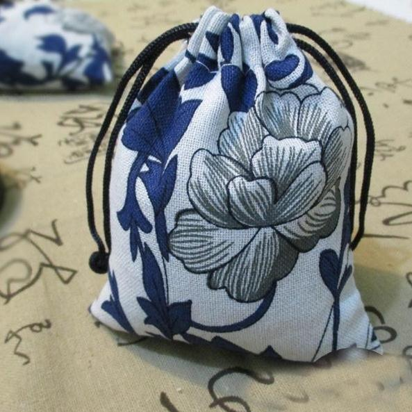 10pcs/lot 10cm*11cm High Quality Chines Style Blue White Flower Jewelry Bag Linen Cotton Gift Bags Pouch Fabric Drawstring Bags