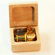 Log wood maple 18 music box new arrival eco-friendly birthday gift male