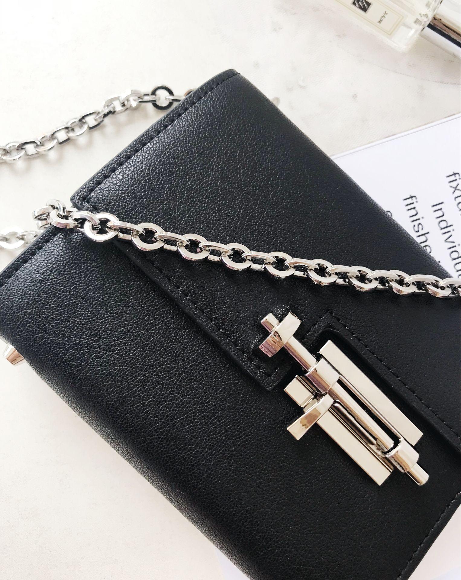 Marka prawdziwe skórzane Crossbody torba na co dzień torby na ramię srebrne łańcuszki czarny flap torba Bolsa Sac zachód projektanci Mini torby w Torebki na ramię od Bagaże i torby na  Grupa 2