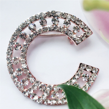 Sparkly Full Rhinestone C Letter Brooch Hijab Pins Broche For Women Men Scarf Clothes Sweater Letter Crystal Brooches Pin