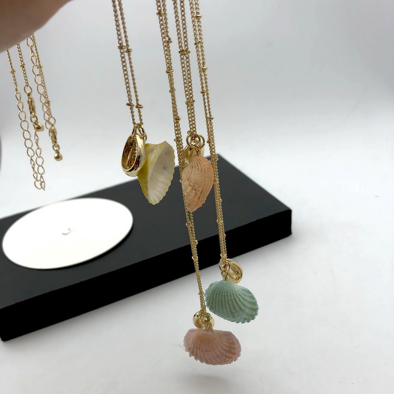 F J4Z Hot Seashell Necklace for Women Hawaii Coating Nature Shell Short Pendant Necklace Summer Collar Jewelry Wholesale in Pendant Necklaces from Jewelry Accessories