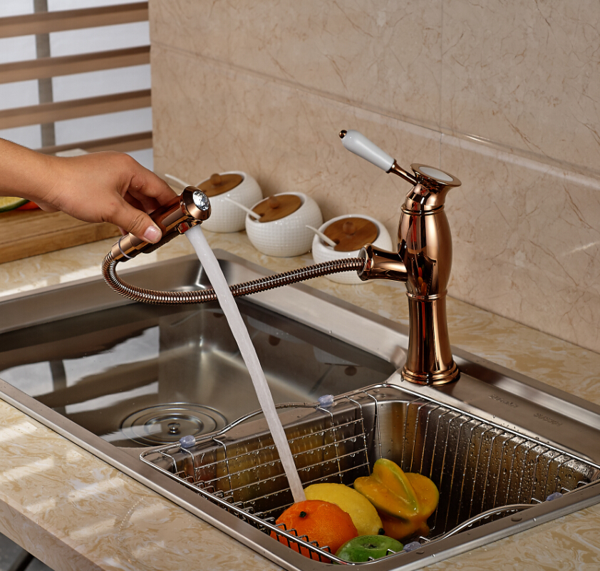 купить Fashion Rose Golden Kitchen Sink Faucet Pull-out Sprayer Ceramic Handle One Hole Mixer Taps по цене 4842.1 рублей