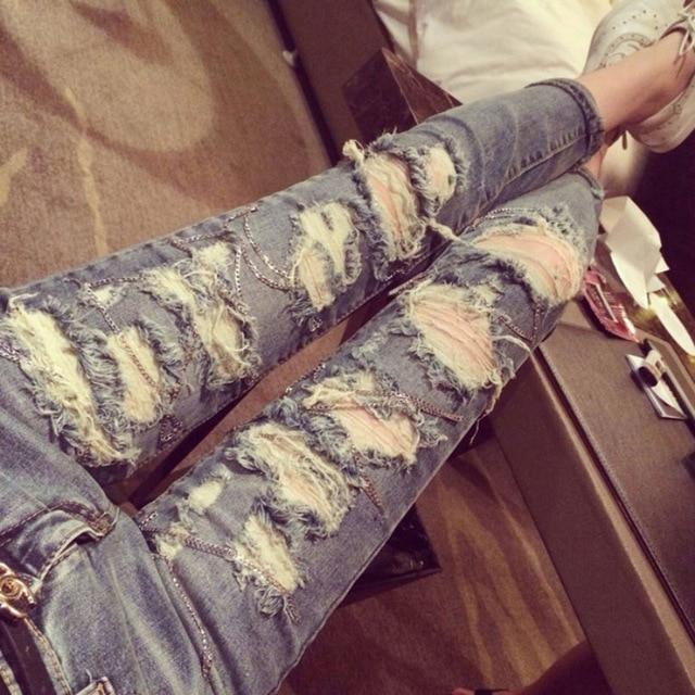 2017 Nueva llegada señoras de moda street wear jeans gastados personalidad  agujero roto con cadena decorado c26f3c110c06