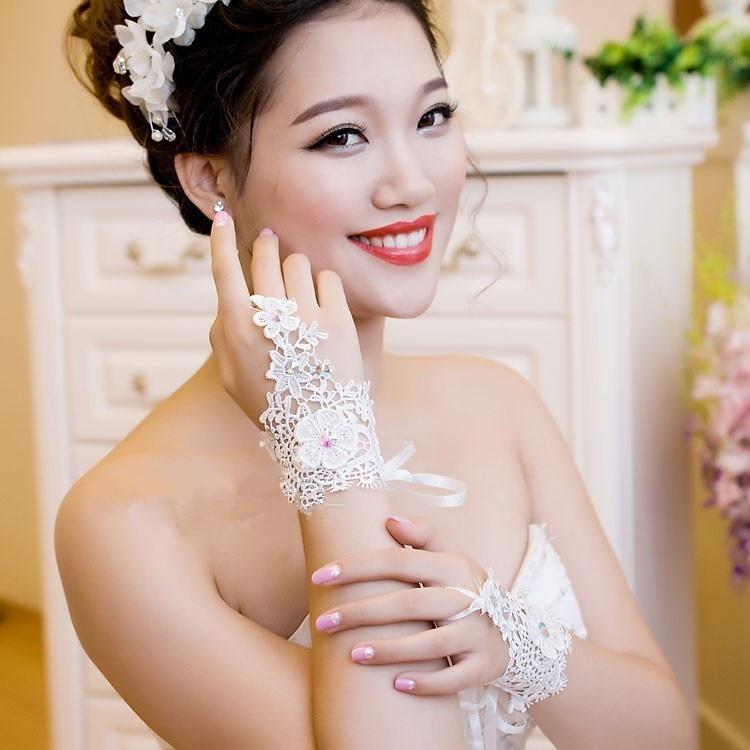 Дешевое горячие пальцев кружева горный хрусталь свадебные перчатки мода короткие свадебные аксессуары падения