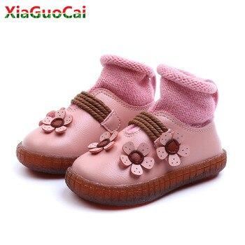 Calcetines para infantes para niñas, botas de moda de cuero para bebé con flores cálidas en el interior, botines para niños, zapatos de algodón con costura de hilo de fondo suave