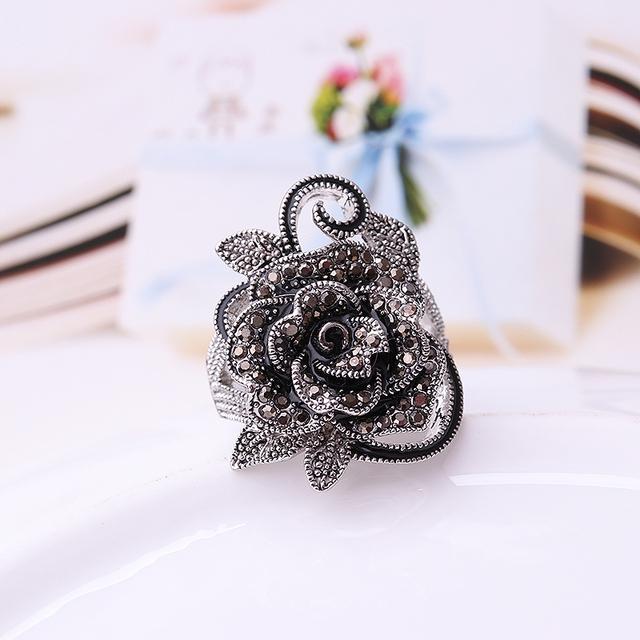 Fashion Retro Crystal Silver Plated Flower Ring