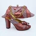 6 vestido de Novia de Color conjunto de Italia Con Piedra Talón Zapato de África y de Conjunto de Bolsas Nuevo Diseño Italiano de Zapatos Con Bolsa de Color Melocotón CP63008