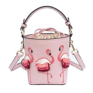 Image 1 - ブランドのファッションショーの女性のバッグ pu leaather 女性フラミンゴバケットバッグ女性のショルダーバッグデザイナーハンドバッグ XS 92