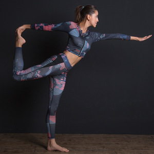 Image 4 - Kadın spor takım elbise baskı spor seti elastik ince spor giyim nefes Yoga seti 2 adet spor T shirt spor tayt eşofman