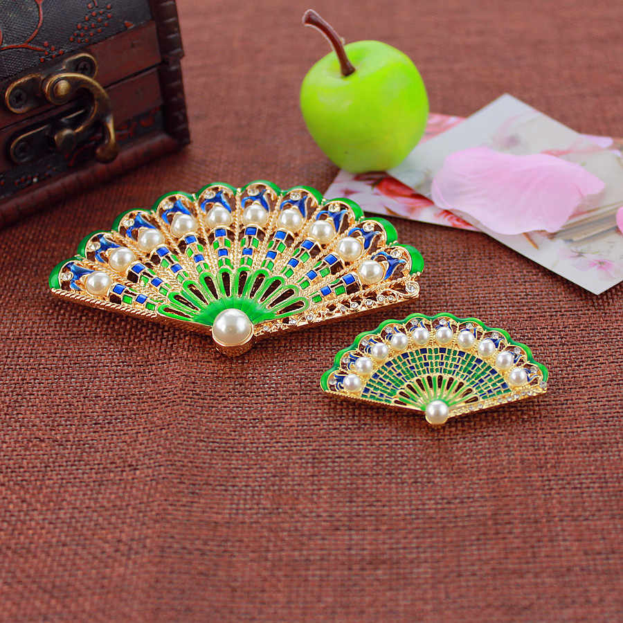 XQ 2016 free shipping Fashion green fan brooch The new unique popular banquet